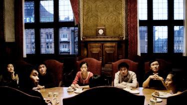 En gruppe danske og udenlandske studerende - her kinesere på visit på Københavns Rådhus - føler sig snydt over deres eliteuddannelse på Erasmus Mundus-programmet, som uberettiget har kostet dem op mod 60.000 kr. pr næse. De har klaget til Videnskabsministeriet og nu sættes Kammeradvokaten på sagen.Arkiv