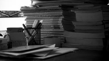 Flere forfattere var hurtige til at istemme koret af kritik, da forfatter Solvej Balle forlod Kunstrådets Litteraturudvalg med en kritik af dets prioriteringer og arbejdsmetoder. Formanden for Litteraturudvalget, Finn Hauberg Mortensen, mener, at kritikken af udvalgets arbejdsmetoder er en gammel diskussion