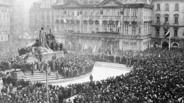 Den 23. februar 1948 var der en stor demonstration i Prag til støtte for regeringschefen, den kommunistiske partileder Klement Gottwald. Allerede to dage efter havde kommunisterne sikret sig den endelige sejr i magtkampen.