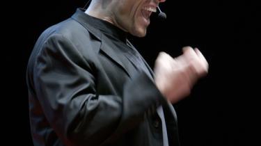 Over dem alle. Den amerikanske guru og coach Anthony Robbins svævede som en ånd over selvudviklingsmødet på Flæsketorvet. Talerne havde været i lære hos ham, og i pausen blev vist video af hans velbetalte coaching-performance - dog uden lyd.