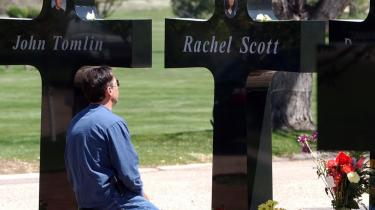 Ved skyderiet på Columbine High School i USA i 1999 blev 12 studerende og en lærer dræbt.