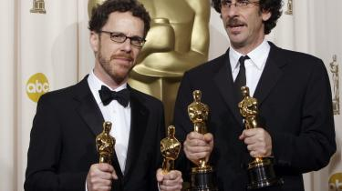 Joel (th.) og Ethan Coens -No Country for Old Men- blev den store vinder ved Oscar-festen.