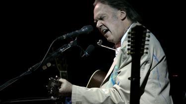 Der var meget hen til kommoden og tilbaws igen over Neil Youngs koncert. Til gengæld må det påpeges, at når Young er god, er han bedre end 99 procent end alt det andet.