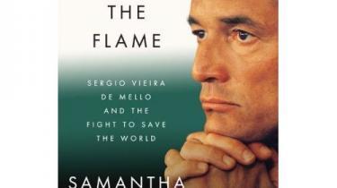 Vieira de Mello var en af FN's mest betroede embedsmænd. I 2003 blev han offer for et al-Qaeda- attentat i Irak. Francis Fukuyama anmelder ny biografi