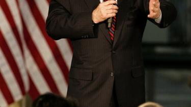 En rigtig amerikansk krigshelt kan kun være en hvid mand som John McCain.