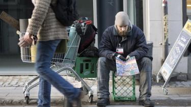 Regeringens svar på fattigdomsproblemerne er som oftest, at de fattige skal have et arbejde. Men når man tænker socialpolitisk, bliver vi også nødt til at forholde os til, hvordan vi kan give disse mennesker et bedre liv.