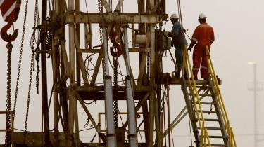 I ørkenen i Bahrain bores der efter olie i et nyåbnet felt, men OPEC-landene blev i går hurtigt enige om, at de ikke vil producere hverken mere eller mindre olie, end de gør nu.