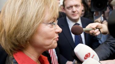 Pia Kjærsgård og Lars Løkke Rasmussen taler med pressen i Finansministeriet, efter regeringen, Dansk Folkeparti og Ny Alliance i går indgik en aftale om finansloven for 2008.