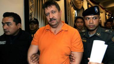Viktor Bout blev anholdt i Thailand, da han troede, han var i færd med at afslutte en våbenhandel til mindst fem millioner dollar med den colombianske oprørsbevægelse FARC.