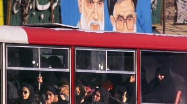 -På trods af alle de problemer, vi var igennem, anser jeg buschaufførernes kamp for en succes (...) succesen ligger i deres sammenhold og deres protester, som har skrevet historie for den faglige kamp i Iran,- siger en anonym iransk aktivist. Her ser man iranske kvinder sidde i kvindesektionen i en offentlig bus.