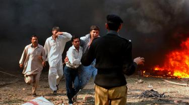 Med mindre end en uge til at Pakistans nye parlament mødes, ramte to selvmordsbomber landets næststørste by, Lahore. Mindst 26 er dræbt