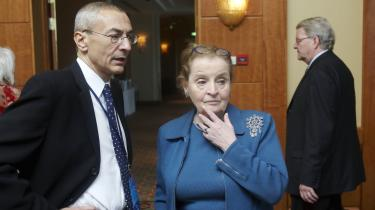 Tidligere udenrigsminister Madeleine Albright er forbillede for et dansk kvindenetværk, men Albright havde et medansvar for sanktionerne mod Irak, der kostede 567.000 irakiske børn livet. Er hun så egentlig den rette at have som rollemodel, spørger dagens læser.