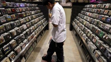 Underholdningsindustrien bliver nødt til at finde nye måder at distribuere sine produkter på, hvis den skal overleve.