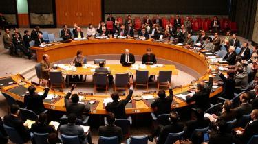De fem permanente medlemmer af FN-s sikkerhedsråd kan ikke længere regnes for de fem vægtigste politiske aktører i verden. På linje med organisationer som IMF, Verdensbanken og WTO er FN derfor ikke gearet til at håndtere de udfordringer, menneskeheden står overfor, skriver Eske Vinther-Jensen.