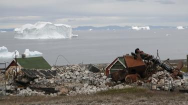 Ophævningen af enpris-systemet på Grønlands har bevirket, at priserne i de små byer er steget, og derfor flygter folk fra bygderne.