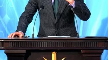 Lift-off. Tom Cruise er godt på vej til at blive Scientologys helt store stjerne og vigtigste reklamesøjle. Her er filmstjernen på talerstolen, da Scientology i 2004 åbnede en ny kirke i hjertet af den spanske hovedstad Madrid