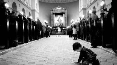 Andægtighed. Stadig flere storbymennesker søger fordybelsen i de store kirkers pompøse omgivelser.
