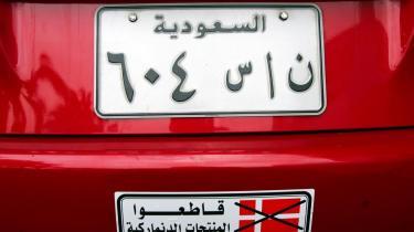 Asmaa Abdol-Hamid er i Libanon, hvor hun oplever, hvordan den muslimske verden har vendt sig mod Danmark. Her er en bil med påskriften: -Boykot danske varer-.