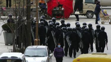 Politiet er massivt til stede i byen Zhongdian i Yunnan-provinsen i det sydvestlige Kina.