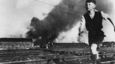 Historikeren Aage Trommer påviste, at de sprængninger og anden sabotage, der blev gennemført under besættelsen for at besvære tyskerne, havde en forsvindende lille militær betydning