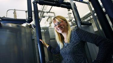 Den fyrede professor i biobrændstof Birgitte Ahring fra DTU har med universitetets blåstempling hjulpet sin egen virksomhed med, hvordan den kunne bruge nogle af de mange millioner fra Højteknologifonden til udvikling af ny teknologi