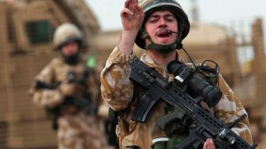 De britiske tropper, der trak sig ud af den sydirakiske by i september, risikerer nu atter at skulle i kamp med Basras militser som støtte til regeringshærens offensiv. Samtidig er den irakiske hærgeneral, der står i spidsen for offensiven, tilsyneladende faldet i upolitisk unåde