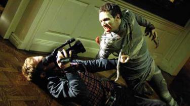 Myndighedernes lemfældige omgang med sandheden og en blasert og lidt for medievant ungdom revses i George Romeros nye zombiefilm, 'Diary of the Dead', der vises på Natfilm Festivalen