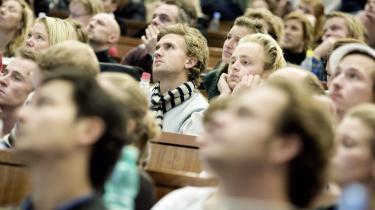 Eleverne på Copenhagen Business School kan se frem til at nyde godt af CEPOS- tætte forbindelser til det private erhvervsliv. Det sker, når CEPOS indfusioneres i HandeLshøjskolen, der udover et -ideologisk frisk pust- også kan høste ekstra forskningsmidler fra det private.