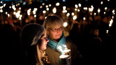 Omkring 1.000 mennesker gik torsdag aften markerede i sidste uge under et fakkeltog i København deres protest mod vold. Demonstrationen var arrangeret som en reaktion på drabet på det 16-årige avisbud, der blev slået ihjel på Amager i sidste uge.