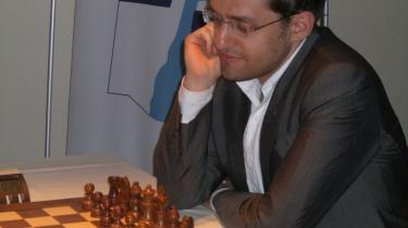 Levon Aronian i hopla i Nice.