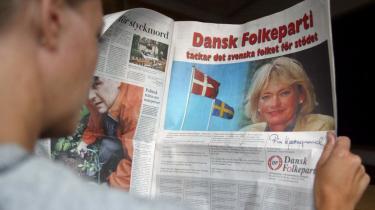 Dansk Folkeparti takkede for nogle år siden i en helsidesannonce i det svenske dagblad Dagens Nyheter det svenske folk for den støtte og opbakning til sin politik, man i partiet havde modtaget fra almindelige svenskere. Annoncen rejste en hidtil uset voldsom læserstorm på avisen, for DF har ikke ligefrem et godt renommé i Sverige. Dog er både retorik og politik skærpet i Sverige i forhold til krav og restriktioner mod indvandrere.