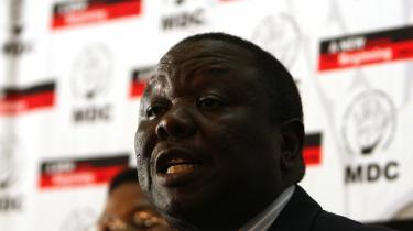 Valgkommissionen har endnu ikke offentliggjort fordelingen af de resterende pladser og heller ikke resultatet fra præsidentvalget, men Morgan Tsvangirai har ifølge sin oppositionsbevægelse, MDC, fået 50,3 procent af stemmerne mod Robert Mugabes 43,8.
