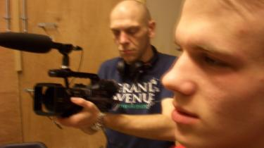 Rollespil. Jeremy Weller arbejder meget med at få folk til i rollespil at formulere deres livserfaringer. Arbejdet bliver filmet og indarbejdet i den endelige forestilling.