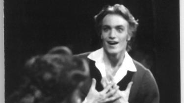 Sådan så Nikolaj Hübbe ud som James for 16 år siden. Og han var lige så intens i onsdags, da han for sidste gang lod sig dræbe af Sorella Englunds heks på Kgs. Nytorv.