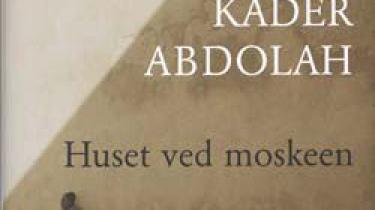 Den iranske eksilforfatter Kader Abdolah glæder nogle anmeldere med sin guide til nyere iransk historie og kultur, men nogen stor forfatter er han ikke