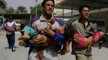 Flere børn blev såret ved et angreb med mortergranater i bydelen Sadr City i Bagdad i går på femårsdagen for USA-s indtog i den irakiske hovedstad.