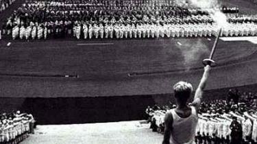 Det er nazistiske idealer, ikke antikke græske, der ligger til grund for den olympiske flammestafet, som blev gennemført første gang forud for legene i Berlin 1936