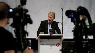 SF skal med i en kommende regering. Partiet er -dybt økonomisk ansvarligt-, fastslog SF-s formand, Villy Søvndal, i sin tale til 700 partifæller ved åbningen af SF-s landsmøde i København i aftes