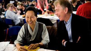 I takt med tidsånden og det forestående OL havde SF-s landsmøde besøg af udenrigsministeren for den tibetanske eksilregering, Kesang Y. Takla, der opfordrede det internationale samfund til at undersøge de kinesiske myndigheders fremfærd i Tibet.