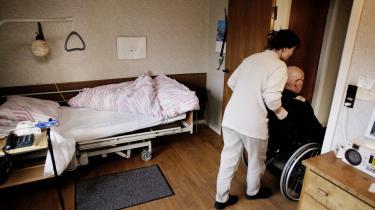 Det er helt slut med rengøring, og den personlige hygiejne for de ældre kan også blive hårdt ramt, når sygeplejersker, sosuassistenter og husassistenter nedlægger arbejdet i mange af landets plejecentre og i hjemmeplejen i denne uge.