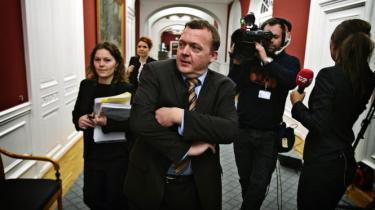 Finansminister Lars Løkke Rasmussen (V) får besøg tirsdag af utilfreds sundhedspersonale. De vil nemlig have ligeløn