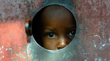 De afrikanske børns fremtid afhænger af mødrene. Det er nemlig kvinderne, der kan få penge til at yngle.