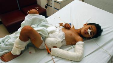 Den seks-årige libanesiske dreng Abbas Abbas blev såret i august 2006 af en klyngebombe, mens han legede. Mange civile er blevet såret af ueksploderede klyngebomber efter krigen mellem Libanon og Israel i sommeren 2006. Ifølge eksperter vil den danske klyngeammunition også efterlade mange ueksploderede bomber, hvis de skulle blive taget i brug.