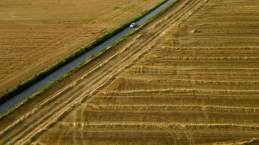 Ambitiøse mål for andele af biobrændstoffer iblandet benzinen eller som selvstændigt brændstof er helt enkelt ikke holdbare, skriver dagens læser.