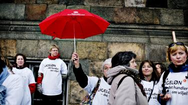 Skolelærere, pædagoger, socialrådgivere og sosu-medarbejdere ligger i den prestigemæssige bund i det danske samfund. Samtidig er disse faggrupper ofte underlagt umenneskelige arbejdsvilkår.