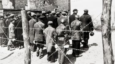 Polske jøder fra Warszawa-ghettoen holder frokostpause i 1941. Forholdet mellem polakkerne og de polske jøder er igen til debat på grund af to polsk-fødte historikeres bøger. Den ene forfatter forsøger at vise, hvordan det gik for de overlevende jøder, da den tyske besættelse var væk, mens den anden vil foklare, hvordan det ved siden af de -etniske polakker- mellem 1944 og 1947 kunne komme til antisemitisk stemning.