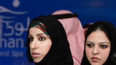 Selv om det går bedre med ligestillingen mellem kønnene i hele verden, er der stadig steder hvor det står galt til. Bl.a. i Saudi-Arabien.