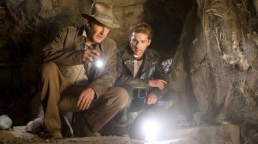 Indiana Jones (i Harrison Fords skikkelse) på jagt efter krystalkranier i den fjerde film om eventyreren. Meget tyder på, at de berømte kranier i virkeligheden ikke er fremstillet af mayaer eller aztekere, men af tyske kunsthåndværkere i 1800-tallet.