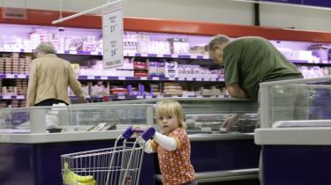 Hverdagsfronten. Kampen ved indkøbsvognen kan tackles på mange måder. Kendtes erfaringer er godt tv, men ikke nødvendigvis opskriften på oplevelser, børn kan udvikle sig af.