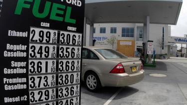 EU kan ikke blive enig med sig selv om afgrøder til bio-brændstof vil være af det onde eller det gode. En avanceret californisk benzintank i San Diego sælger både ethanol og bio-diesel til konkurrencedygtige priser sammenlignet med de tre traditionelle slags drivmiddel til tanken.